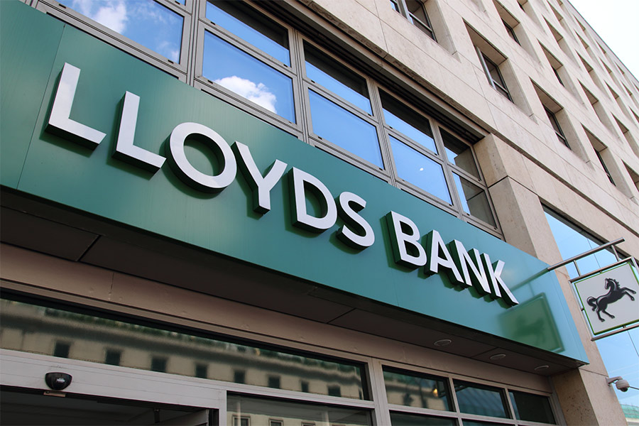 Lloyds CEO apologises to 75,000 workforce following affair allegations