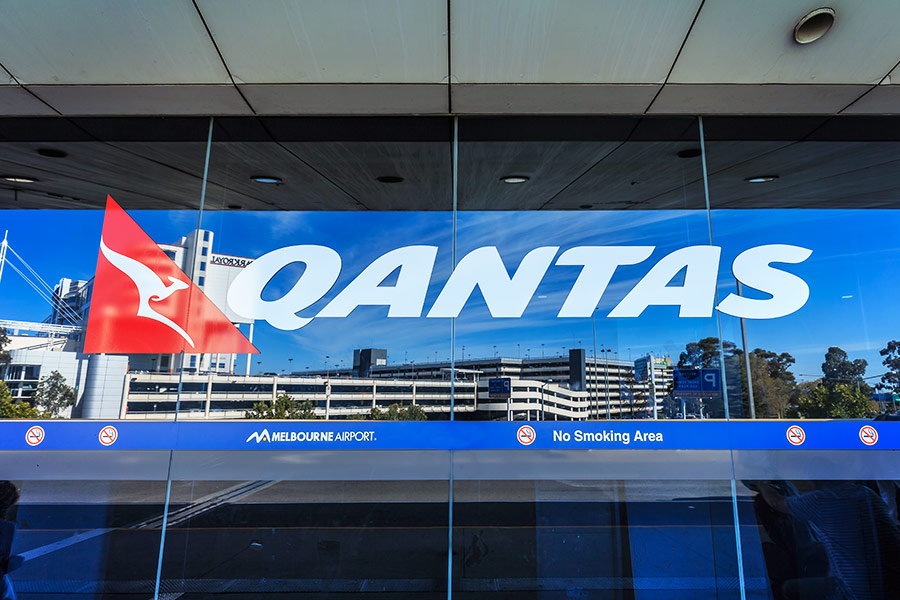 Qantas posts £1.1bn profit, promises bonus bonanza for staff