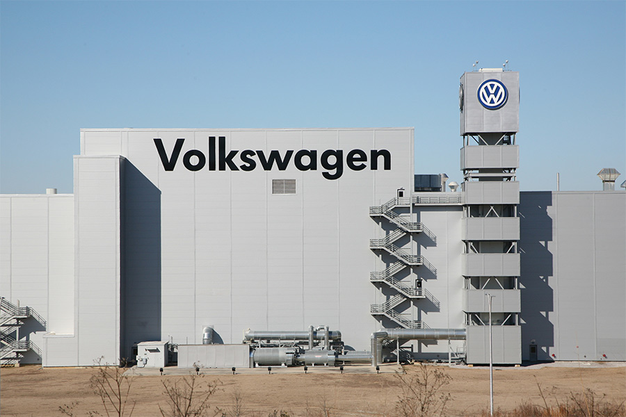 VW cuts working week for 27,700 workers