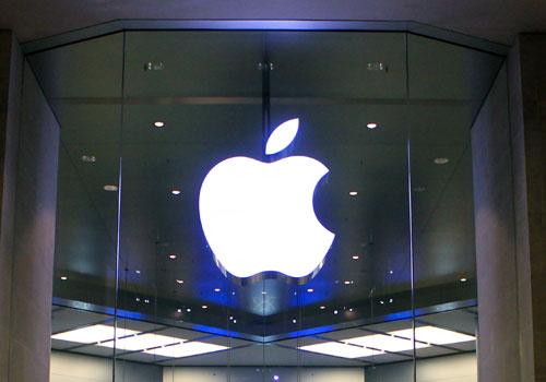 Apple recruits more BBC Radio 1 staff for new music service